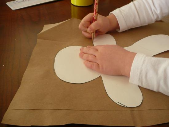 Making gingerbread men craft! So cute!!!