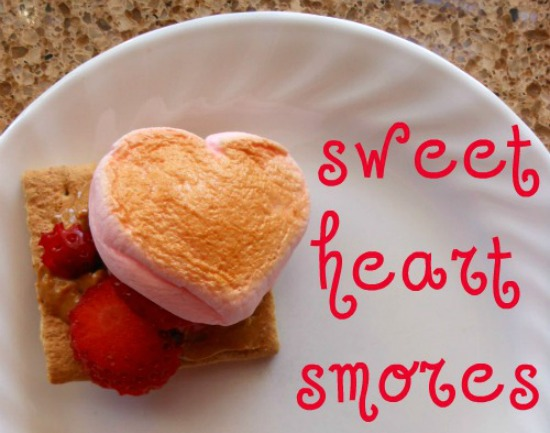 Easy Valentine Treat - sweet heart smores